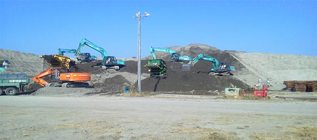 中央防波堤内側仮置残土処理搬出工事の画像